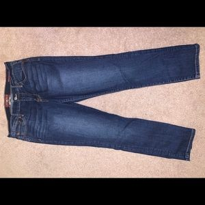 I am selling these dark washed Lucky Brand jeans.